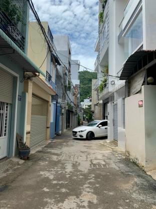 Nhà 1 trệt 1 lầu đường Phan Chu Trinh, cách biển 500m, hẻm xe hơi